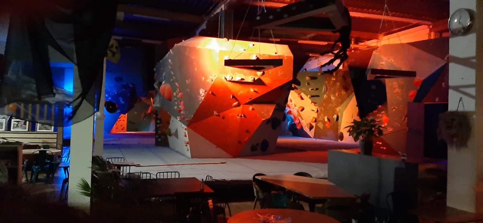 DARK SIDE OF THE BLOC - Halloween - salle d'escalade de bloc - salle d'escalade de saint quentin en yvelines- escalade de sensation- escalade dans le noir- araignées - sortilèges - nuit de l'horreur-