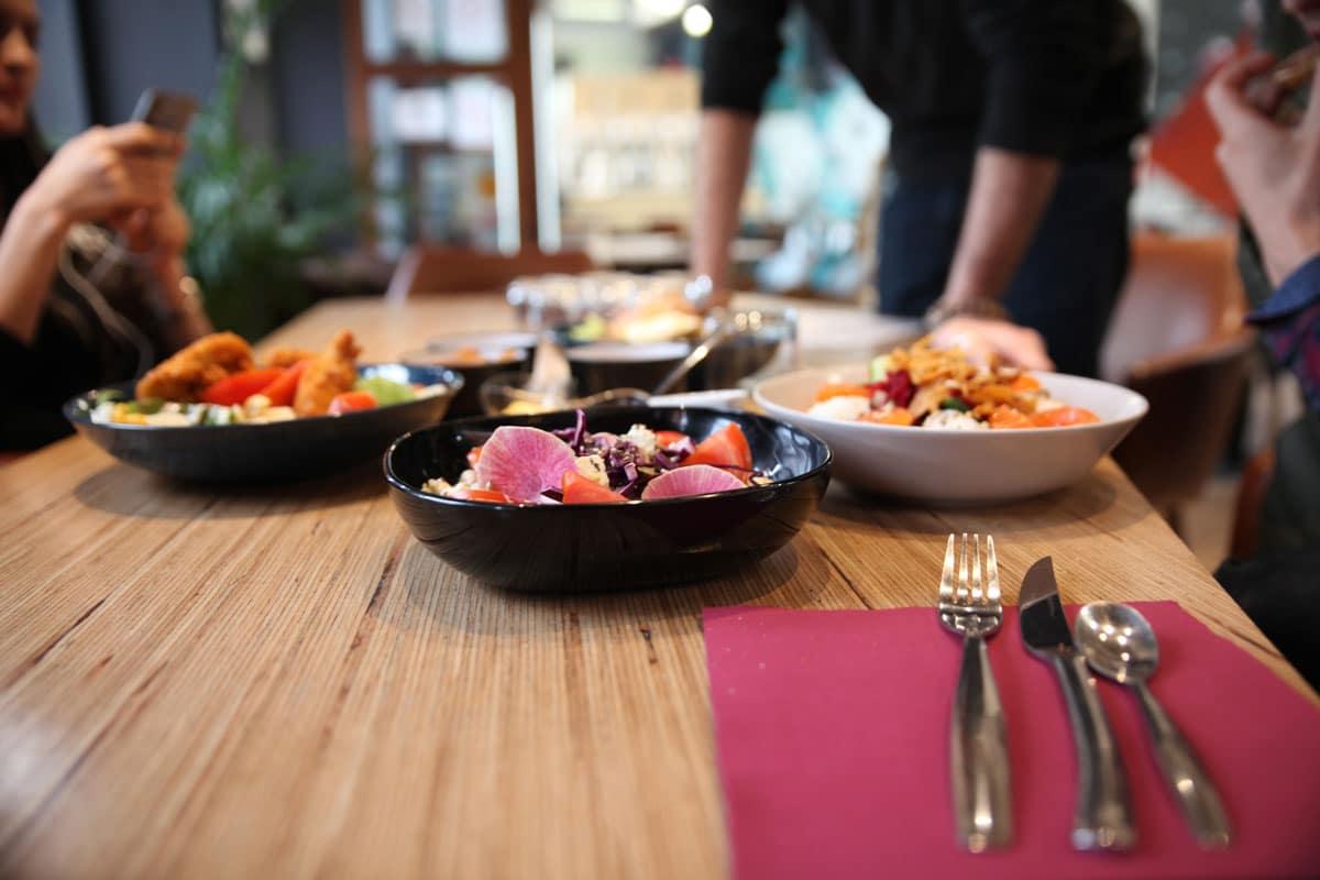 salade - poke bowl - burger - restaurant - bar - Vertical'Art Saint Quentin en Yvelines - produits frais - produits locaux