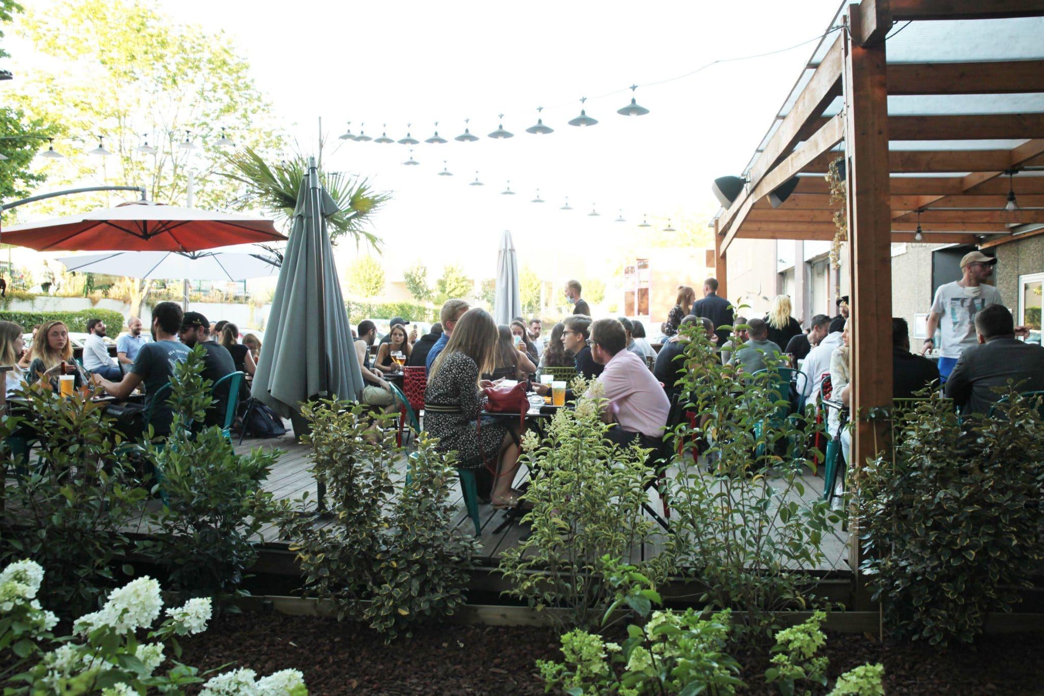Terrasse du restaurant Vertical'Art Saint Quentin en Yvelines Salle d'escalade